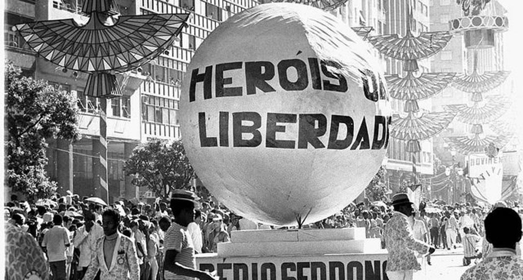 Desfile da Império Serrano, samba-enredo Heróis da Liberdade (1969)